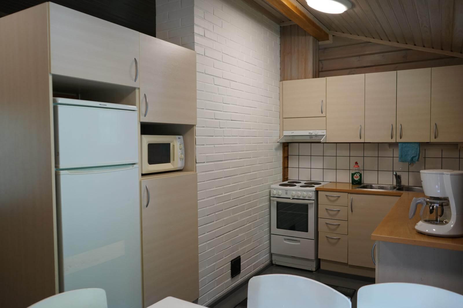 Tykkimäki Campingin lomamökin keittiössä on kaikki tarvittava