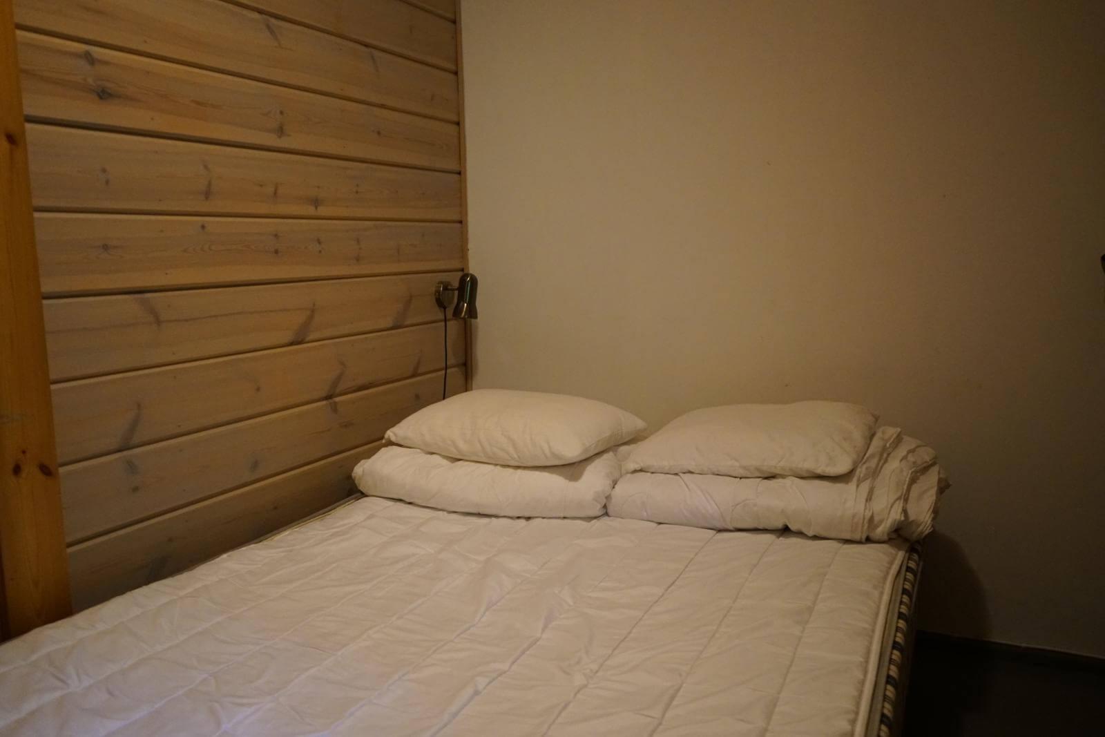 Tykkimäki Campingin lomamökin makuuhuone